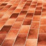La pulizia di pavimenti esterni in klinker