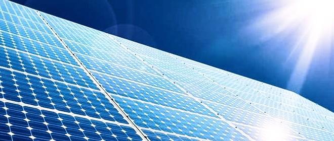 Pulizia di pannelli solari e vetrate